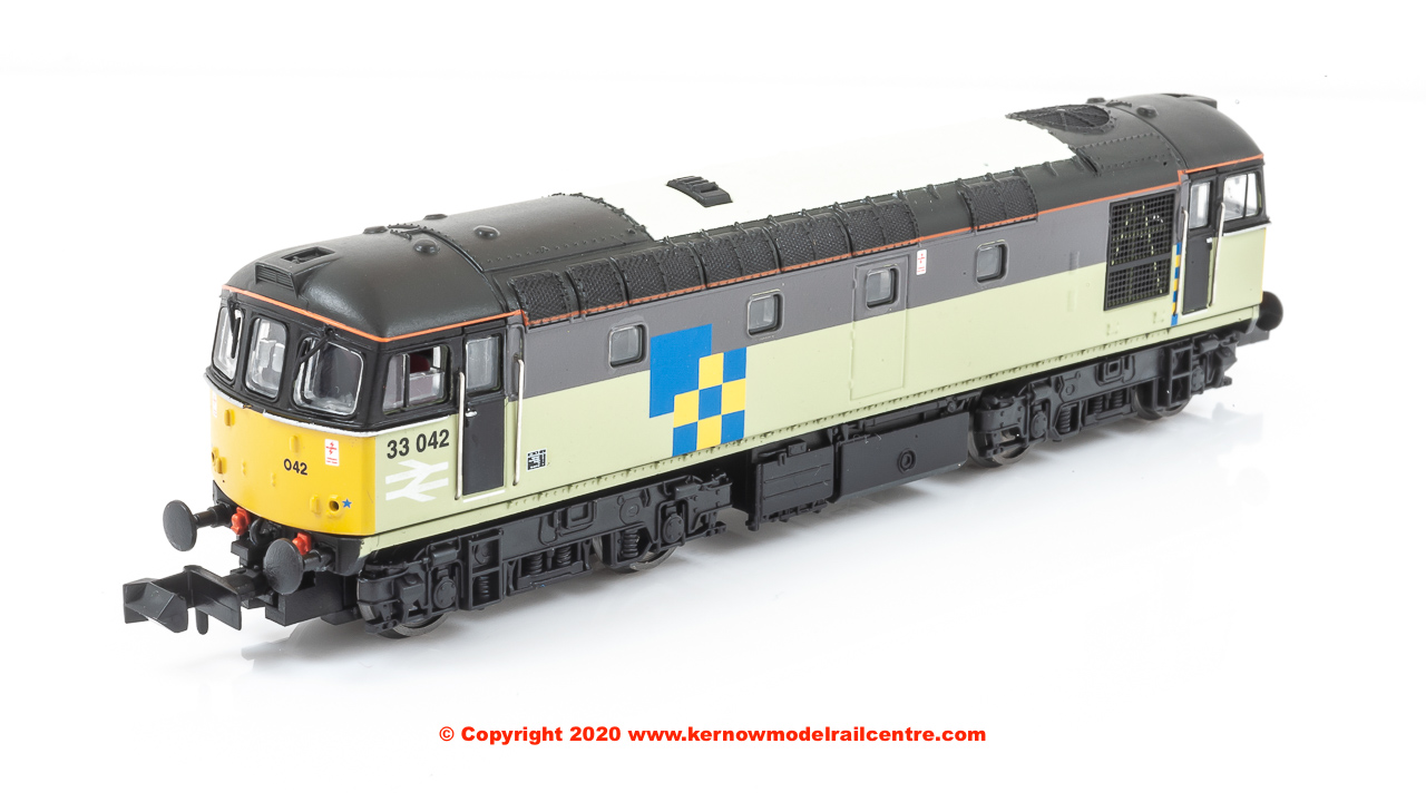 2D-001-007D Dapol Class 33/0 Diesel Locomotive number 33 042 in Triple Grey Construction Sector livery