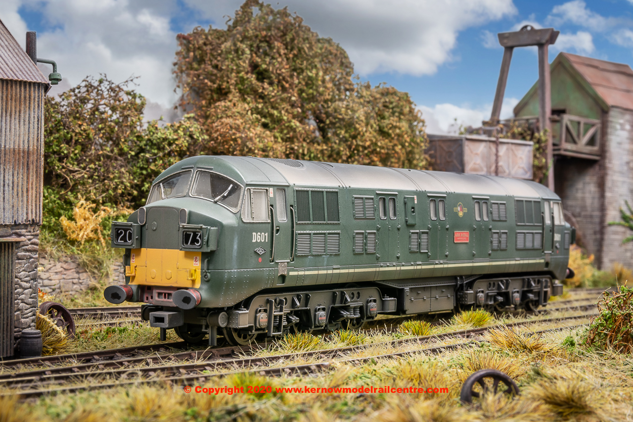 "K2607 Class 41 Warship Diesel Locomotive number D601 named ""Ark Royal"" in BR Green livery with headcode boxes and later grilles - weathered"