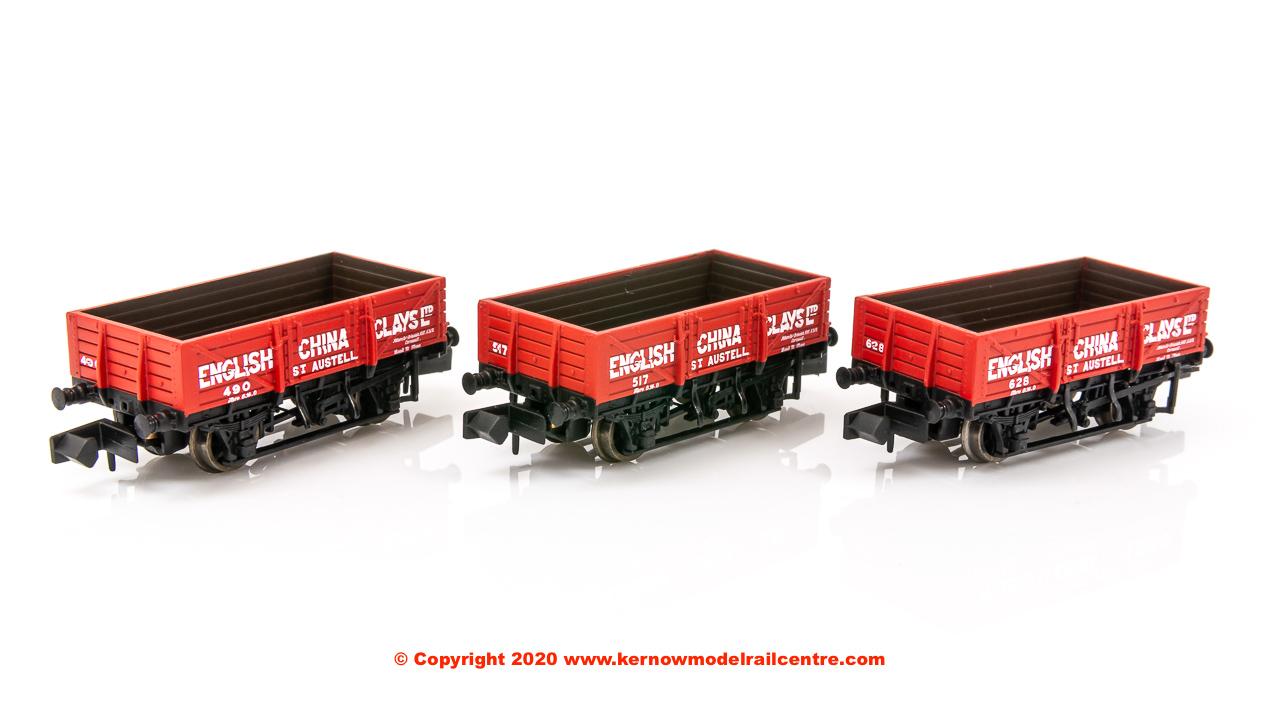 377-490Z Graham Farish China Clay 5 Plank Wagon Triple Pack ECC Image
