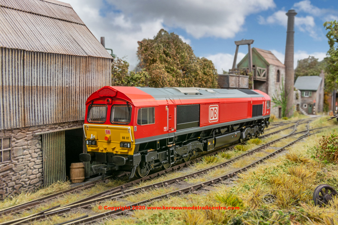 32-734BSF Bachmann Class 66/0 Diesel Locomotive number 66 117 in DB Cargo livery