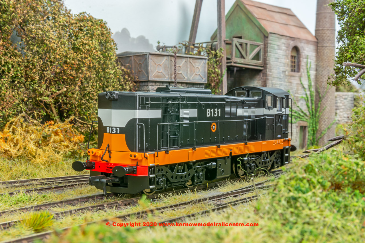 MM0131 Murphy Models Class 121 Diesel Locomotive number B131 in CIE Black and Tan livery