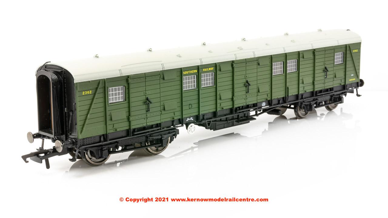 R60020 Hornby Bogie Luggage Van - 2362 - SR Olive Green livery Image