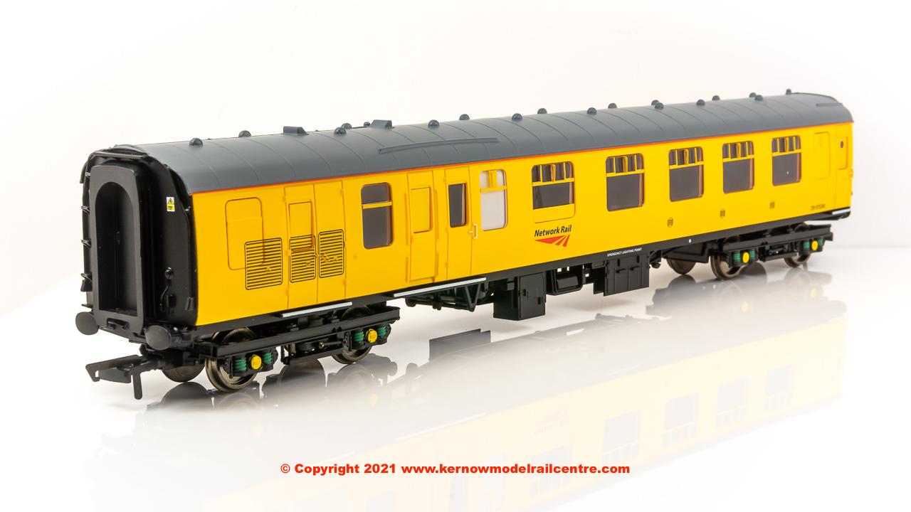 R40024 Hornby Mk1 Brake Corridor Composite Coach number DB975280 Image