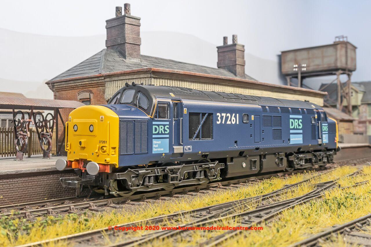 32-780U Bachmann Class 37 Diesel Locomotive number 37 261 DRS Image