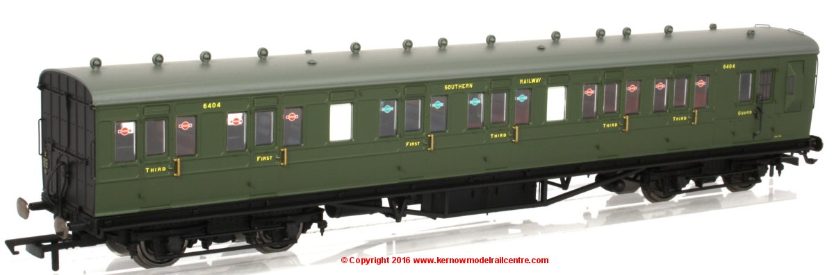 R4719 Hornby 58ft Maunsell Rebuilt Coach Image