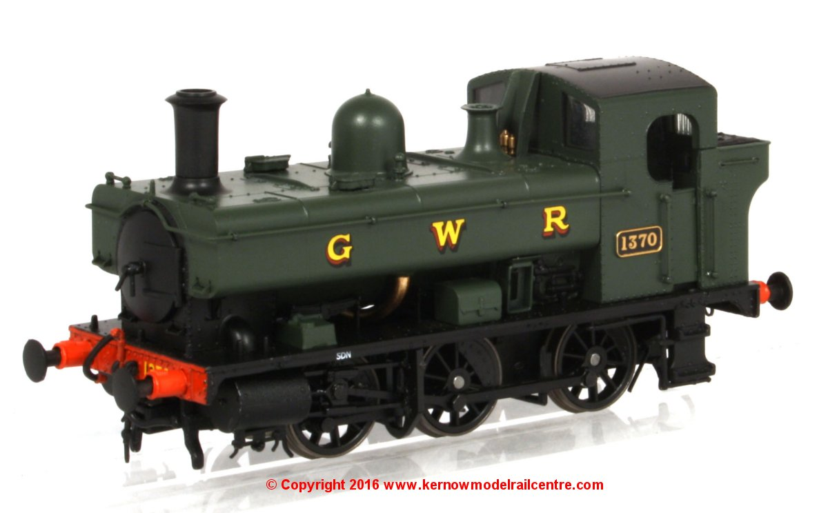 1322 Heljan 1366 Steam Locomotive number 1370 in GWR Green livery with GWR lettering