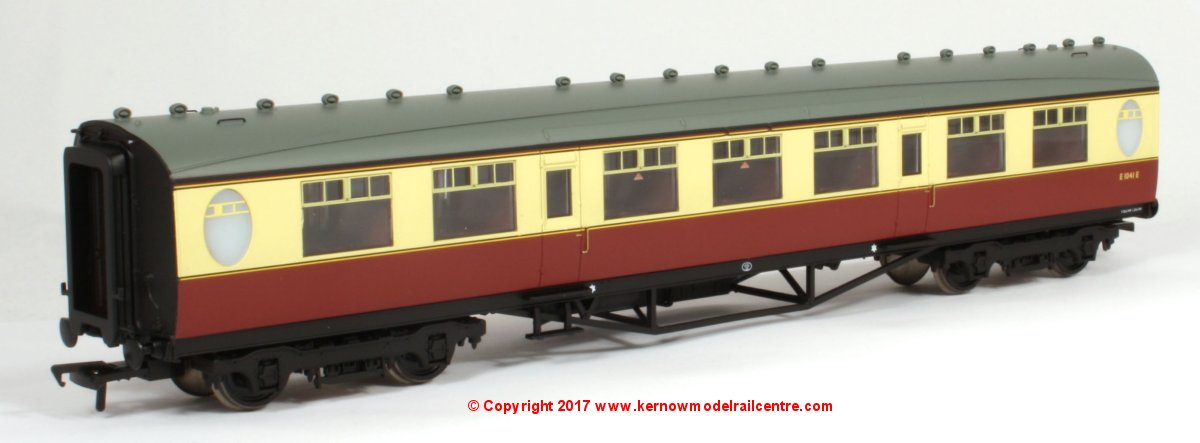 34-386 Bachmann Thompson 3rd Class Corridor Coach number E1041E in BR Crimson & Cream livery