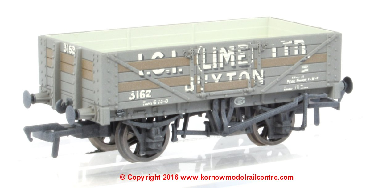 37-040 Bachmann 5 Plank Wagon Steel Floor number 362 - I.C.I. (Lime) Ltd with weathered finish and load