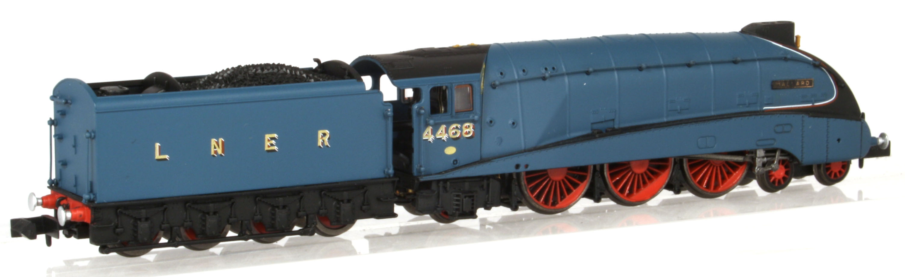 "2S-008-008 Dapol A4 Steam Locomotive number 4468 named ""Mallard"" in LNER Garter Blue livery with valances"