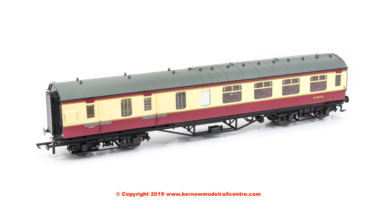 R4449B Hornby LMS Period III Corridor Brake Third Coach number M5914M in BR Crimson and Cream livery