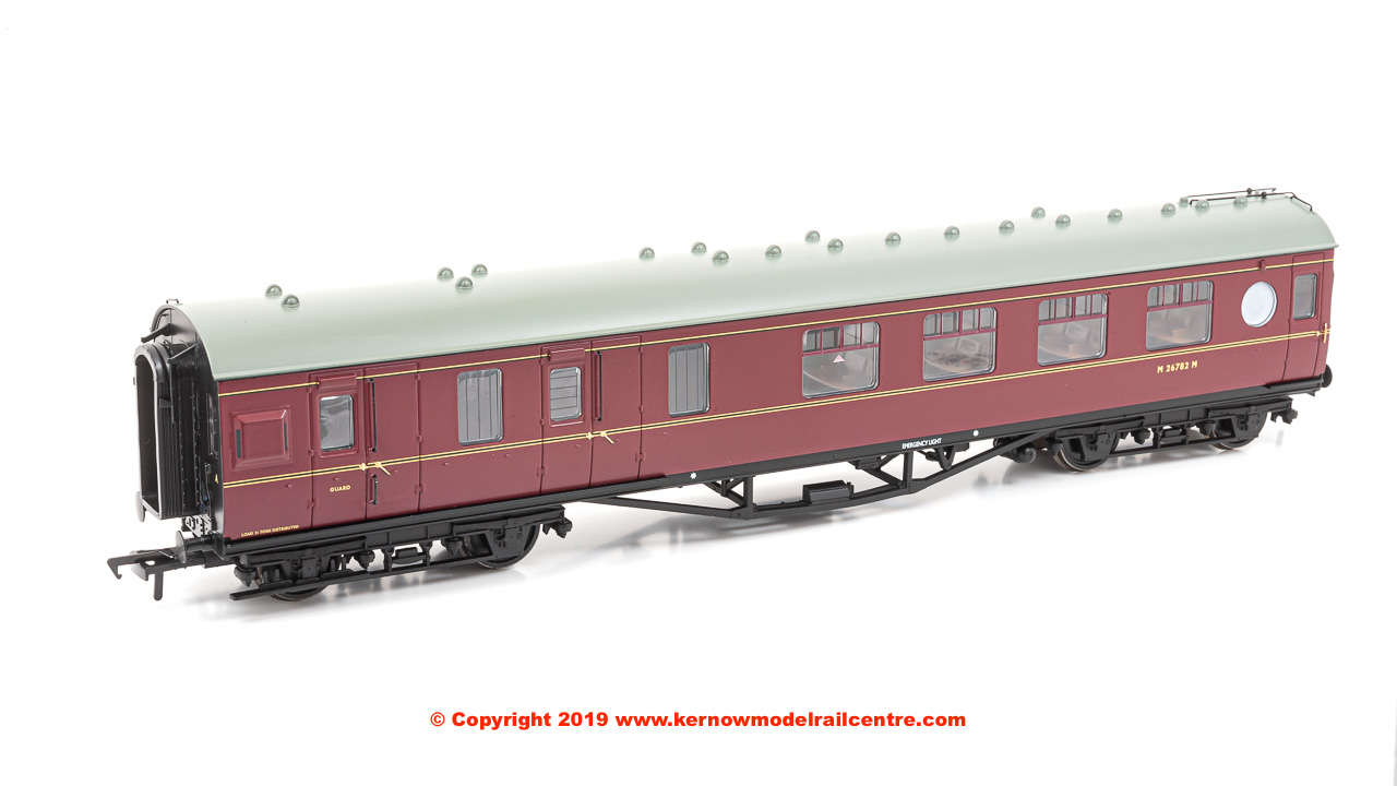 39-461 Bachmann LMS 57 ft Porthole Corridor Brake 2nd Coach number M26782M in BR Maroon livery