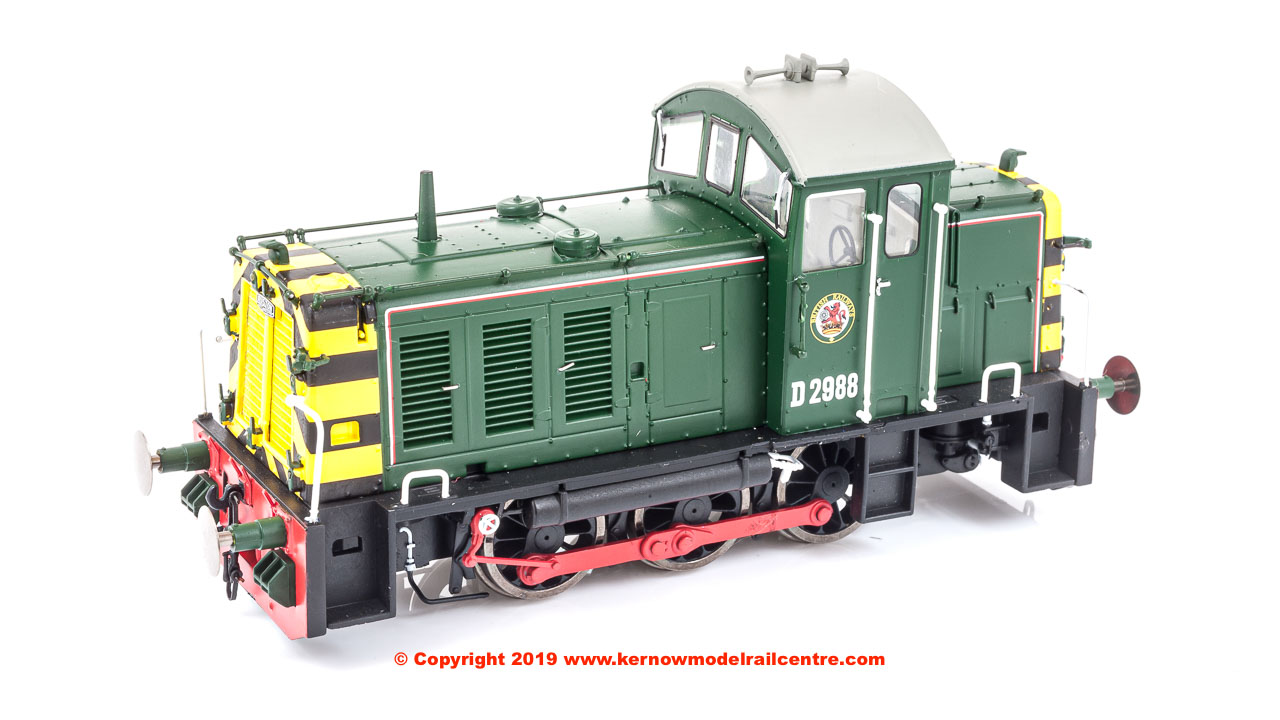 2905 Heljan Class 07 Diesel Shunter number D2988 in BR Green livery with wasp stripes