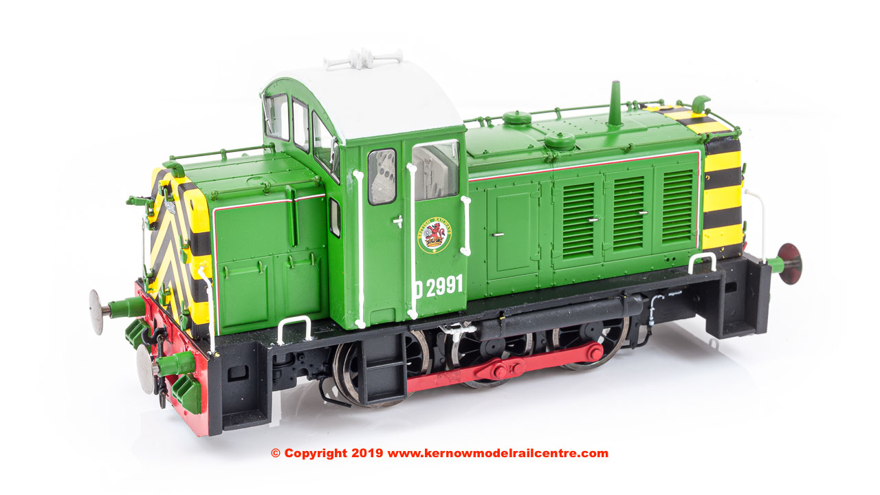 2906 Heljan Class 07 Diesel Shunter number D2991 in BR Eastleigh Works Light Green livery with wasp stripes