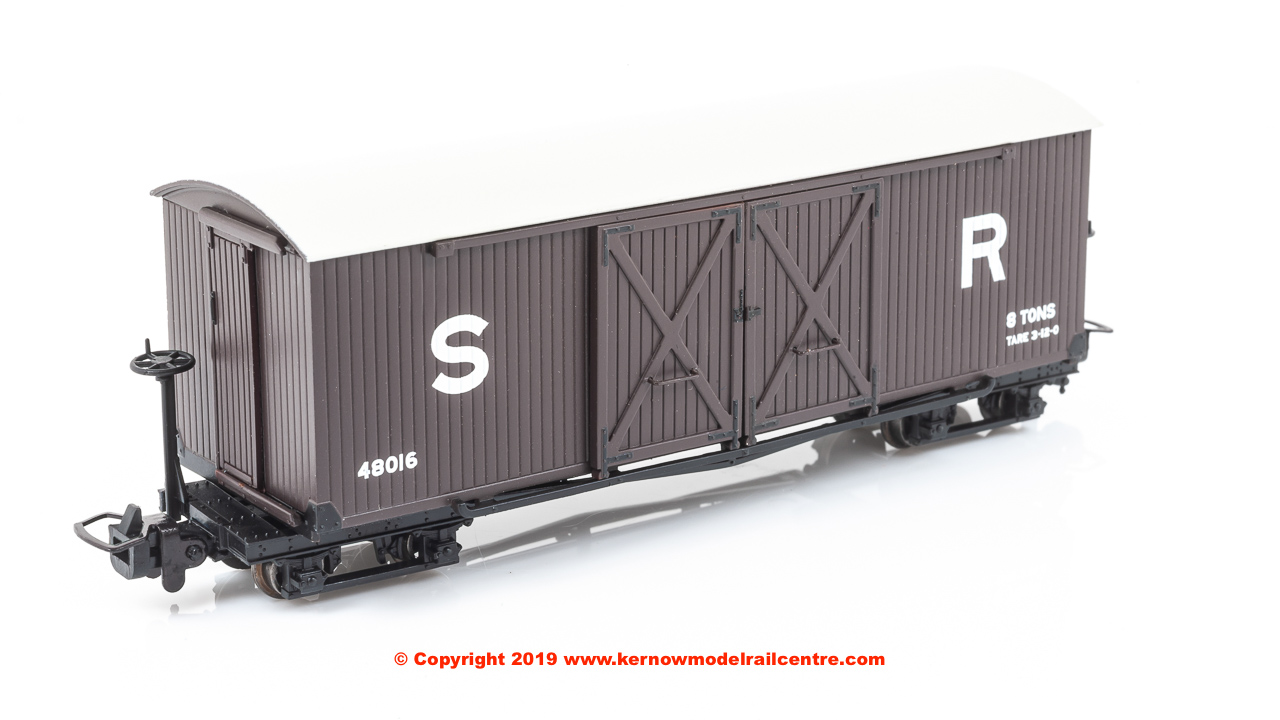 393-028 Bachmann Covered Goods Wagon number 48016 in SR Brown livery