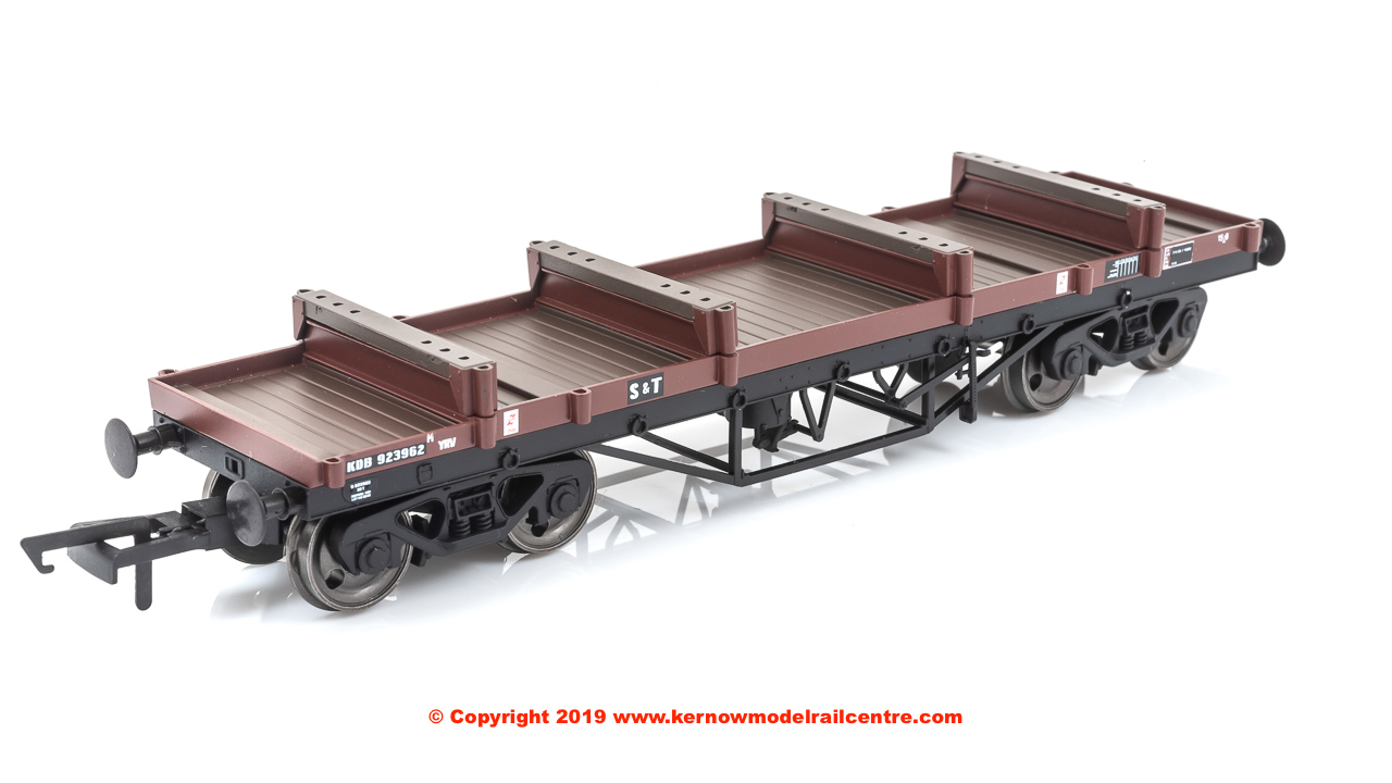 4F-061-005 Dapol YRV Bogie Bolster E Wagon number 923962 in BR Bauxite livery with S&T branding