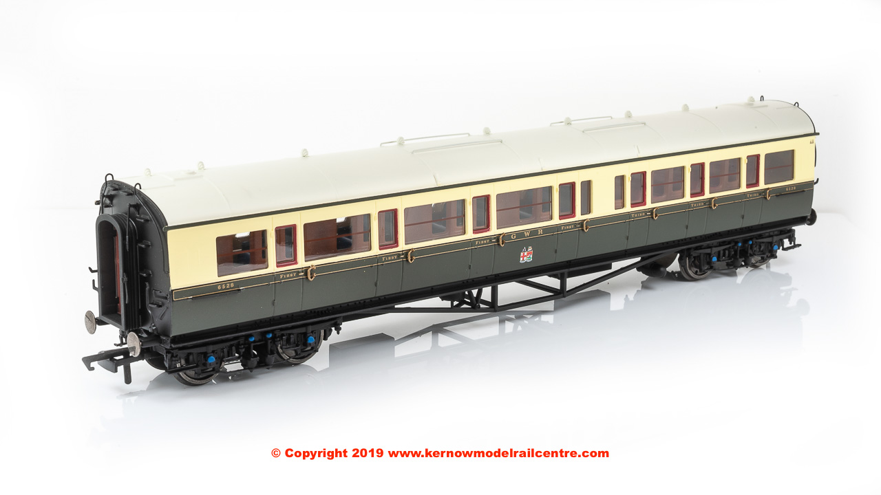 R4682A Hornby GWR Collett Bow Ended Corridor Composite Coach Left Hand number 6528 in GWR Chocolate and Cream livery