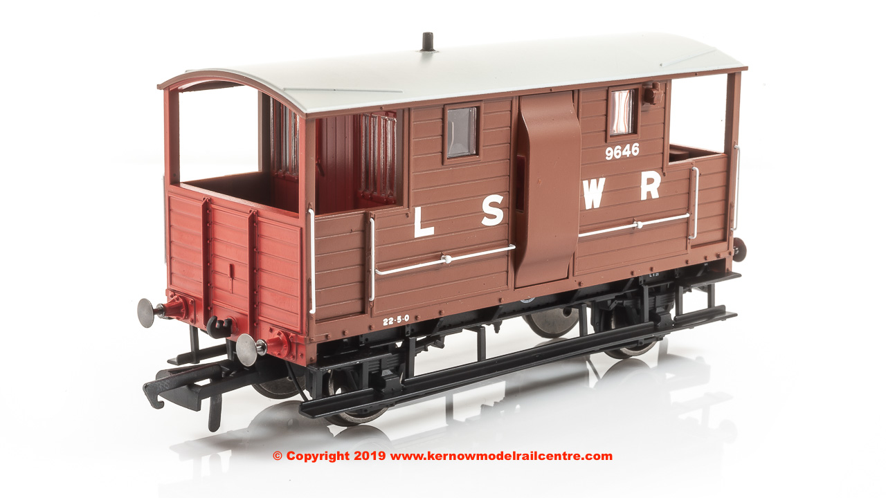 R6911 Hornby LSWR 20T New Van Goods Brake Van number 5359 in LSWR livery