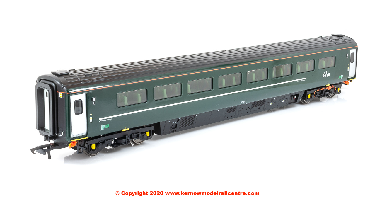 R4915C Hornby Mk3 Sliding Door TS Coach number 48131 in GWR Green livery - Era 11