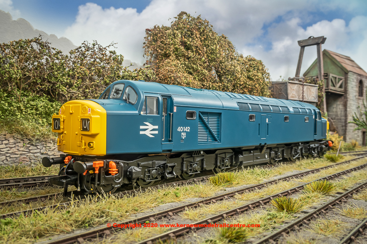 32-486 Bachmann Class 40 Diesel Locomotive number 40 142 in BR Blue livery