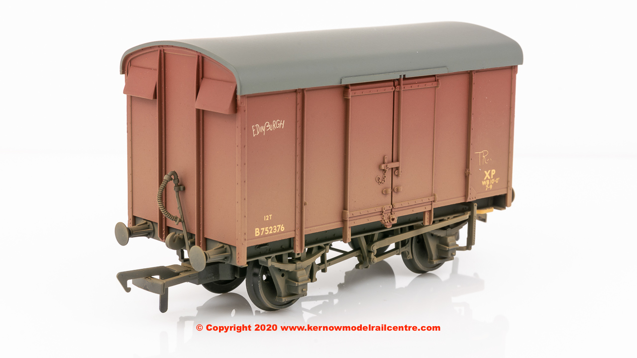 38-077 Bachmann SR 12T Plywood Ventilated Van BR Bauxite (Late)