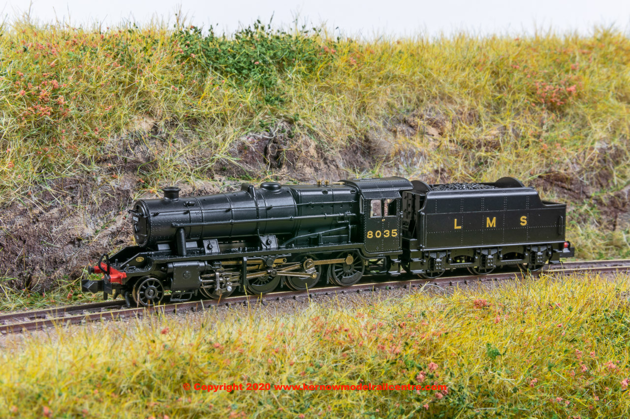 372-161 Graham Farish LMS Stanier Class 8F 2-8-0 Steam Locomotive number 8035 in LMS Black livery