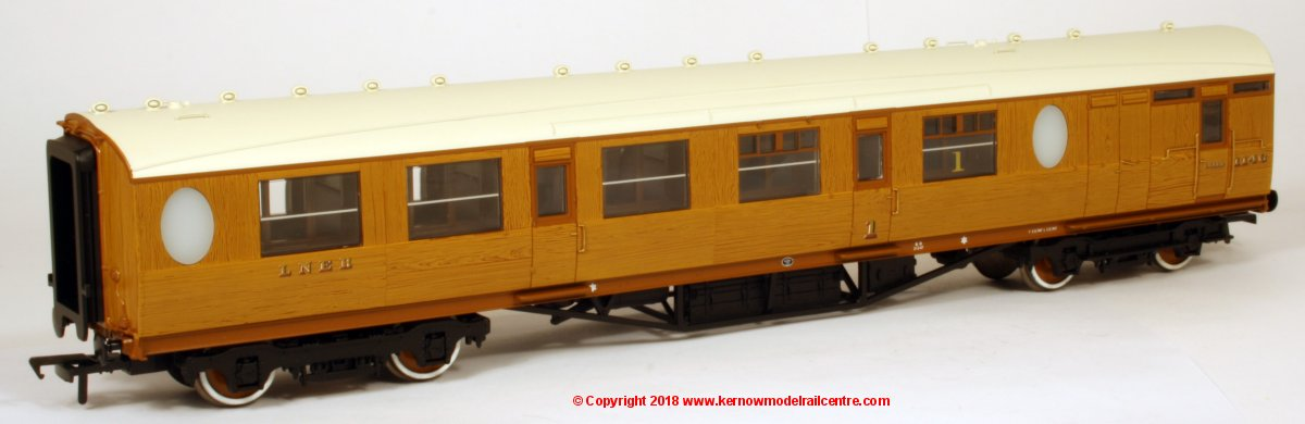 34-435 Bachmann Thompson Composite Brake Coach number 1146 in LNER Teak livery