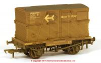 37-953 Bachmann Conflat number B701283 in BR Bauxite livery with BD Container 'Door-To-Door' and weathered finish