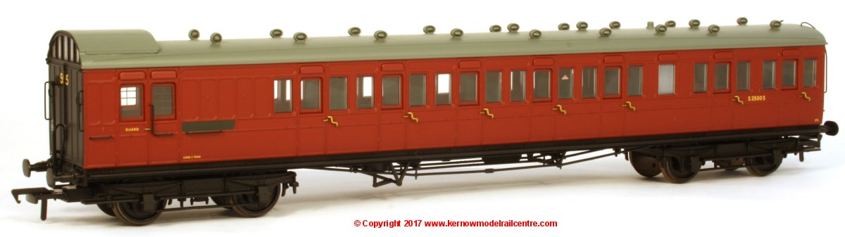 39-602 Bachmann SECR 60ft Birdcage Brake Third Lavatory Coach number S3500S in BR Crimson livery. Set number 595
