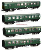 31-426B Bachmann Class 411 4-CEP 4 Car EMU Set number 7122 in BR (SR) Green livery with small yellow warning panel