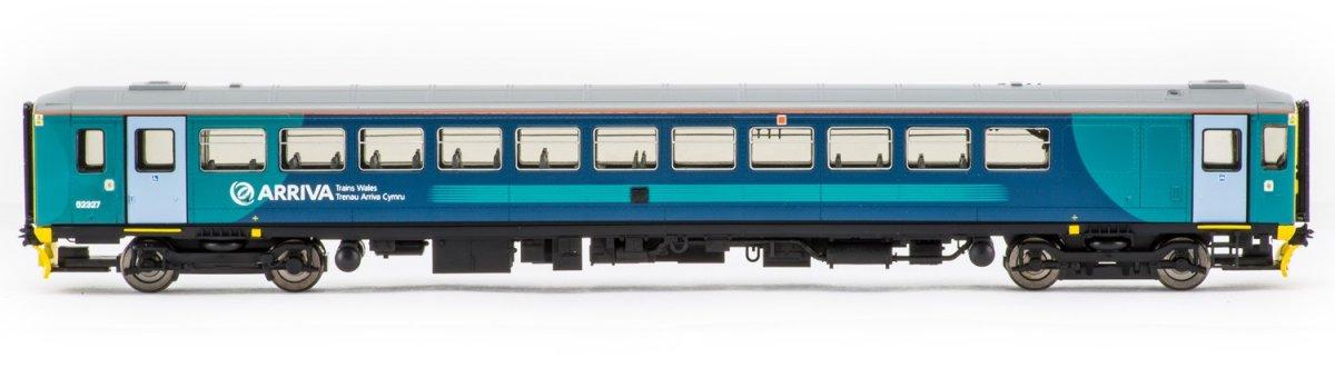 R3476 Hornby Class 153 Arriva DMU Image