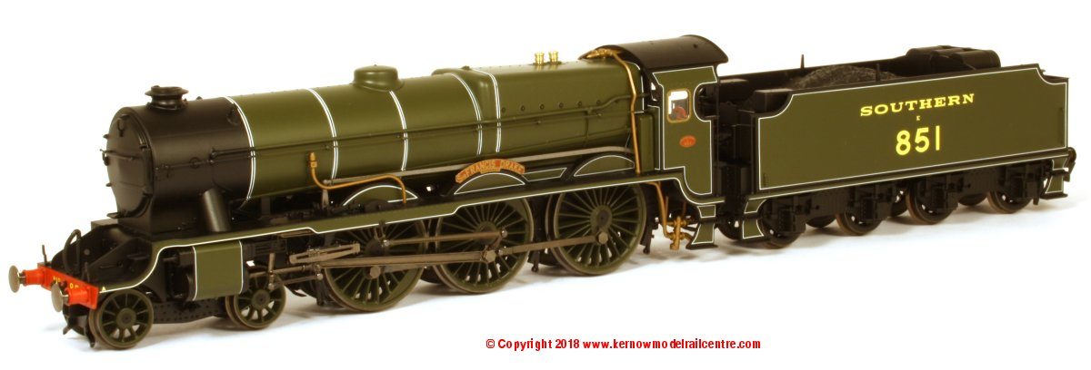R3634 Hornby Lord Nelson Class Steam Locomotive number 851 named 'Sir Francis Drake' in SR Green livery