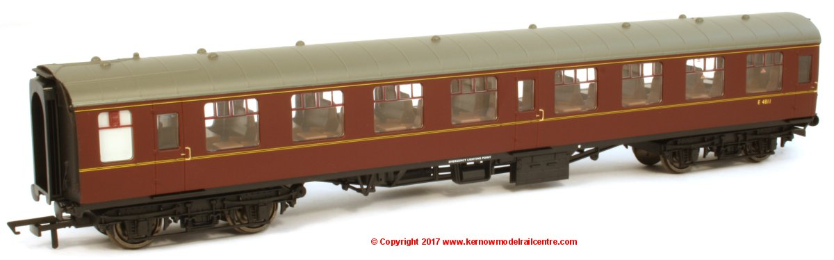 R4786 Hornby BR Mk1 Second Open Coach number E4811 in BR Maroon livery