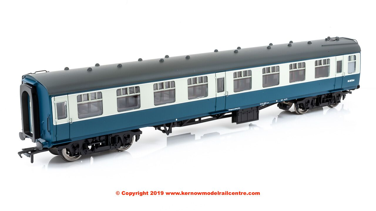 39-025E Bachmann BR Mk1 SK Second Corridor Coach number M25704 in BR Blue & Grey livery