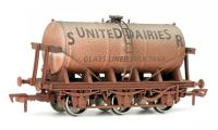 4F-031-028 Dapol 6 Wheel Milk Tanker - SR United Dairies livery with weathered finish